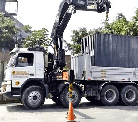 transporte de carga con grúa